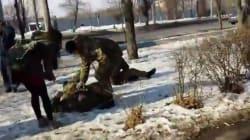 Η στιγμή της έκρηξης στην πορεία ειρήνης στην Ουκρανία. Το Κίεβο κατηγορεί τη Ρωσία για το λουτρό