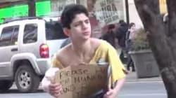 헐벗은 노숙자 아이가 거리에