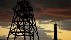 Prix du baril: Le Brent clôture la semaine en baisse, rattrapé par la hausse des réserves