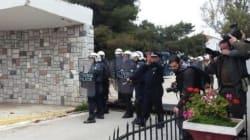 Κόρινθος: Χημικά και ξύλο στην πορεία ενάντια στα κέντρα κράτησης