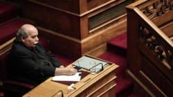 «Όχι» της κυβέρνησης στην απόσυρση των νομοσχεδίων για την ανθρωπιστική κρίση και τις 100
