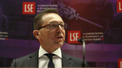 Στουρνάρας: Το Grexit δεν αποτελεί επιλογή. Ομιλία στο LSE με μηνύματα στην