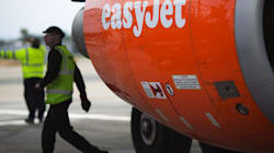 EasyJet και Air Transat επιβάλλουν την παρουσία 2 ανθρώπων στο