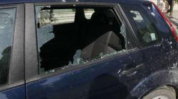 Ρατσιστική επίθεση ή ξεκαθάρισμα λογαριασμών; Έσπασαν πάνω από 15 αυτοκίνητα αλλοδαπών στα