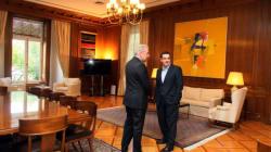 Μήνυμα στήριξης από Γιούνκερ μετέφερε ο Αβραμόπουλος. Στο επίκεντρο της συνάντησης με τον πρωθυπουργό το