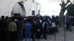 Εκατοντάδες μετανάστες στοιβάζονται στην Κω, σ' έναν χώρο που μπορεί να φιλοξενήσει μόλις 35