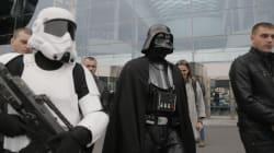 Το δεύτερο teaser του Star Wars μόλις κυκλοφόρησε και τα κοινωνικά δίκτυα έχουν πάρει