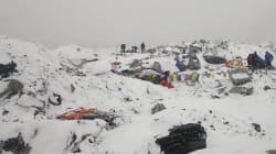 Des hélicoptères au mont Everest pour secourir les victimes de