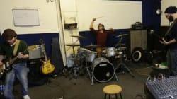 Des rockeurs syriens enflammant la scène musicale