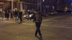 Il danse sur du Michael Jackson pendant les émeutes à