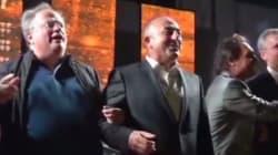 O Κοτζιάς τραγουδά με τον Τούρκο ΥΠΕΞ και αξιωματούχους του ΝΑΤΟ: «We Are The