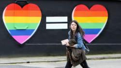 Στις κάλπες οι Ιρλανδοί για το δημοψήφισμα που θα επιτρέψει το γάμο ομόφυλων