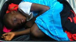Le père de l'enfant retrouvé caché dans une valise à Sebta bientôt devant la