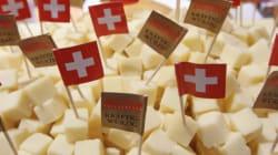 Γιατί μερικά τυριά έχουν τρύπες; Μετά από έναν αιώνα ερευνών, επιτέλους οι επιστήμονες βρήκαν την