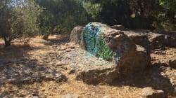 Άγνωστοι βεβήλωσαν με γκράφιτι το Θεμιστόκλειο
