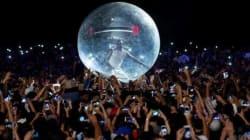 Akon fait un bain de foule pas comme les