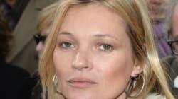 Αστυνομικές ενισχύσεις χρειάστηκαν για να αποβιβαστεί η Kate Moss από την πτήση