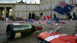 Δανία: Ειδικά «ράφια» στους κάδους σκουπιδιών για να μαζεύουν με αξιοπρέπεια τα μπουκάλια οι