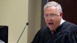 Ρατσιστής ο δικαστής ενώπιον του οποίου παρουσιάστηκε ο μακελάρης του