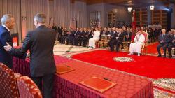 Le président de PSA signe un accord industriel avec le ministre marocain de l'Industrie, Moulay Hafid El Alamy, en présence d...