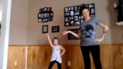 Cette femme enceinte qui danse avec sa fille passionne les