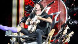 Le chanteur des Foo Fighters a le fauteuil roulant le plus rock'n'roll du