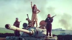 Μια φλογερή «πεσμεργκά»: Η τραγουδίστρια που εμψυχώνει τους Κούρδους μαχητές κατά του Ισλαμικού