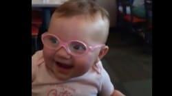 태어나서 처음으로 안경을 쓰게 된 아기의