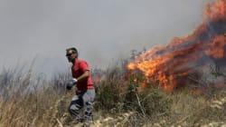 Πυρκαγιά στους πρόποδες της Πάρνηθας, κοντά σε κατοικημένη