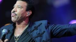 Απίστευτο γέλιο: O Lionel Richie θέλει να σου πει Hello και δεν τον