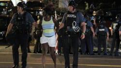 Δεκάδες συλλήψεις στο Φέργκιουσον. Σε κατάσταση εκτάκτου ανάγκης παραμένει η