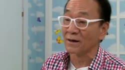 김영만 씨가 젊은이들에게 고개 숙여 사과한