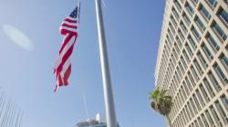 Le drapeau américain flotte de nouveau dans le ciel de