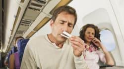 Γιατί τα αεροπλάνα εξακολουθούν να έχουν τασάκια ενώ απαγορεύεται το