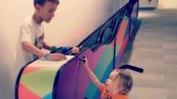 Elle remercie cet enfant d'avoir joué avec son fils