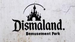 Το επίσημο trailer για τη Dismaland του Banksy που μας θυμίζει γιατί είναι από τους σπουδαιότερους καλλιτέχνες της εποχής
