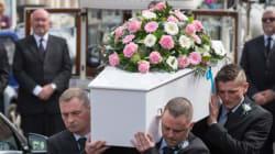 Η χήρα ενός νεκροθάφτη στο Σικάγο ανακάλυψε ότι ο σύζυγός της έφερνε δουλειά στο