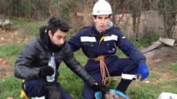 Δυο πρώην πυροσβέστες βοηθούν εθελοντικά στον διάσωση και τον απεγκλωβισμό