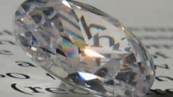 Έφαγε...κλεμμένο διαμάντι για το πάει πίσω στην Κίνα και της το έβγαλαν με