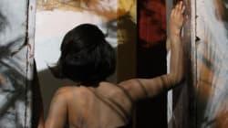 38χρονη εξιστορεί τις παρεκκλίνουσες σεξουαλικές πράξεις που ο μαστροπός της την ανάγκασε να