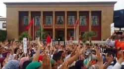 Les étudiants en médecine protestent contre le service médical obligatoire à