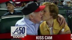 암 투병 중인 카터 전 대통령, 부인과 다정한