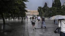 Βροχές και καταιγίδες σε όλη τη