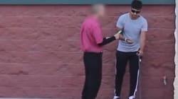 Κοινωνικό πείραμα: Κρατώντας ένα κερδισμένο λαχείο, προσποιείται ότι είναι τυφλός για να δει πόσο τίμιοι είναι οι