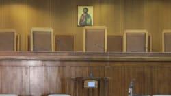 ΣτΕ: Συνταγματική η μείωση αποδοχών των εμμίσθων δικηγόρων του