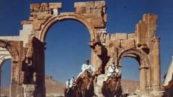 Άλλο ένα μνημείο θύμα των τζιχαντιστών: Ανατίναξαν την Αψίδα του Θριάμβου στην