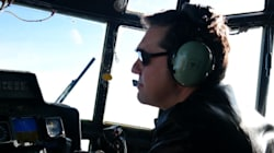 Ο Τσίπρας στο πιλοτήριο C-130 για τον