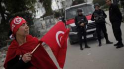 Le Nobel, soutien à la fragile démocratie tunisienne face aux