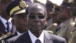 Η Κίνα βράβευσε τον δικτάτορα της Ζιμπάμπουε με το «τρόπαιο της