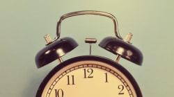 10 πράγματα που μας συμβαίνουν κάθε φορά που τα ρολόγια πηγαίνουν μια ώρα